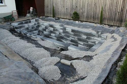 ghép đá làm hồ nuôi cá